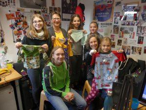 Bild mit Christina Reiß, RUMMS-Redakteurin Stephanie Ley und einigen Kindern am 28. November 2019 im Studio von Radio RUMMS