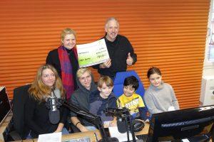 Foto von Dirk Müller bei der Spendenübergabe im Studio von Radio RUMMS