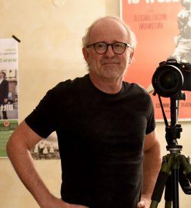 Bild, auf dem der Pressefotograf Thomas Tröster zu sehen ist.